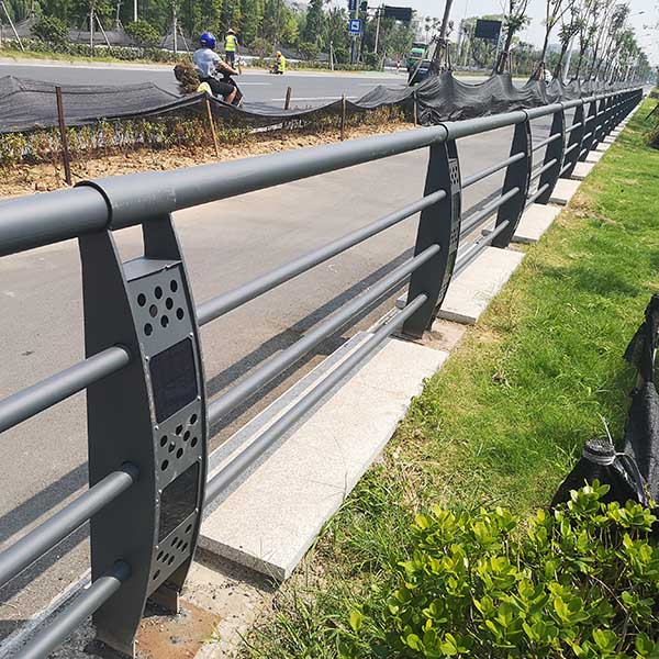 太阳能灯光护栏5