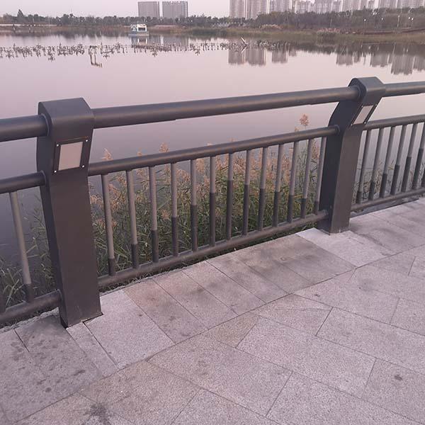 河北太阳能灯光护栏安装现场